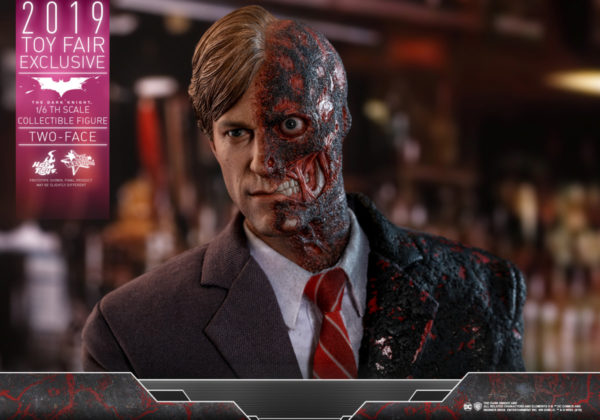Hot-Toys-TDK-Two-Face-collectible-figure_PR7-600x420