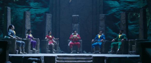 Shazam-2019-Movie-Deleted-scene-Family-on-Thrones-0-21-screenshot-600x252