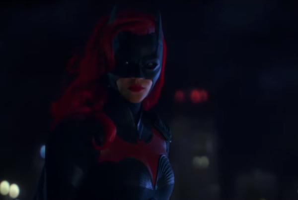 Batwoman-_-Premiere-Teaser-Combo-_-The-CW-0-8-screenshot-600x404