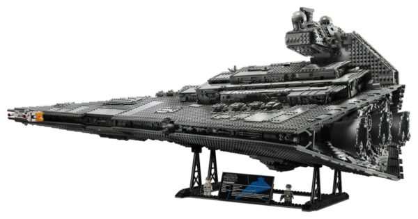 LEGO-Star-Wars-UCS-Imperial-Star-Destroyer-75256-600x315
