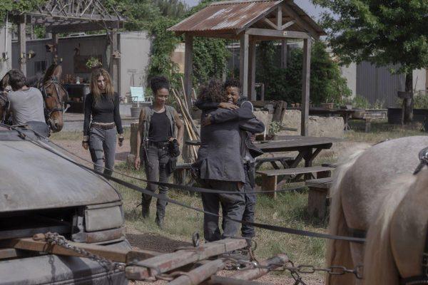 The-Walking-Dead-1004-17-600x400