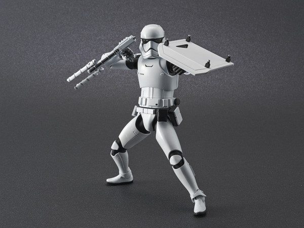 ep9_stormtrooper_action02-600x450