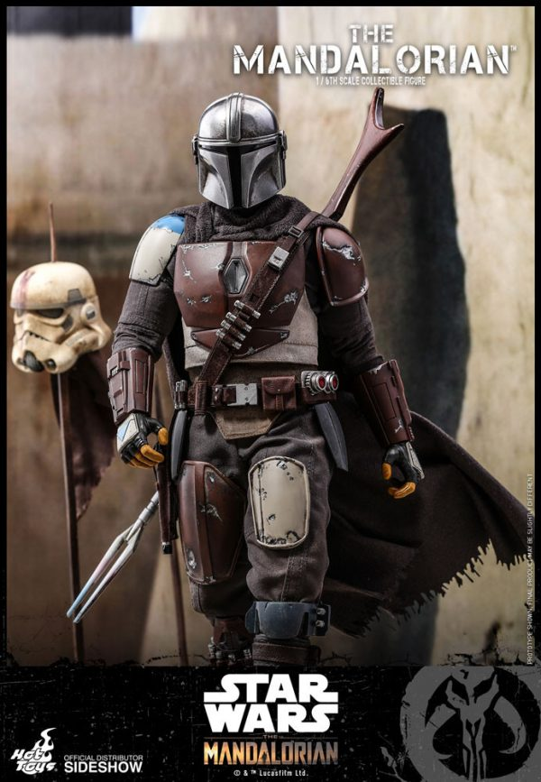 the-mandalorian-sixth-scale-figure_star-wars_gallery_5d96882bd4664-600x867