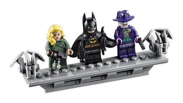 Batmobile-Batman-89-LEGO-12-600x338