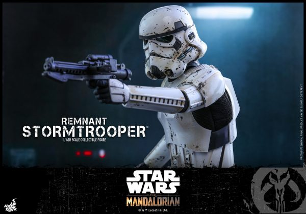 Hot-Toys-SWM-Remnant-Stormtrooper-collectible-figure_PR13-600x420