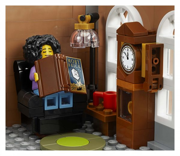 LEGO-Creator-Bookshop-10270-17-scaled-600x520