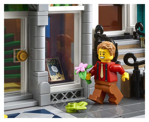 LEGO-Creator-Bookshop-10270-20-scaled-600x492