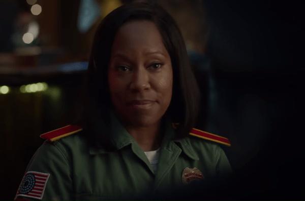 Watchmen-1x08-Promo-_A-God-Walks-Into-Abar_-HD-0-21-screenshot-1-600x397