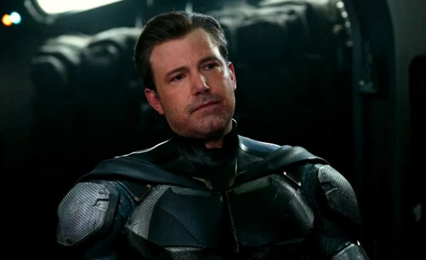 BEN-AFFLECK_TALKS_BATMAN-EXIT-600x366