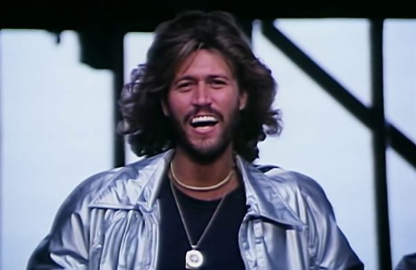 beegees-barry-gibb-600x390
