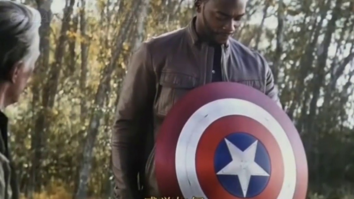 Anthony Mackie describes throwing Captain America's shield in The Falcon and the Winter Solider