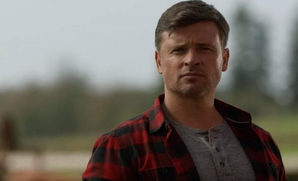 tom-welling-crisis-on-infinite-earths-600x366