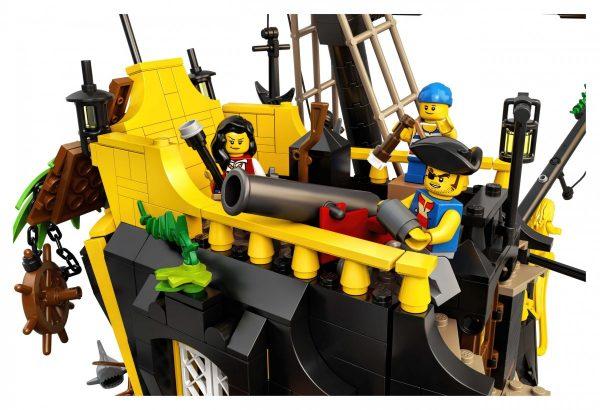 LEGO-Ideas-Pirates-of-Barracuda-Bay-21322-13-scaled-1-600x410