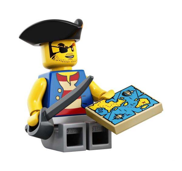 LEGO-Ideas-Pirates-of-Barracuda-Bay-21322-23-600x563