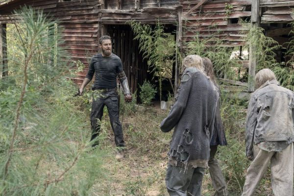 The-Walking-Dead-1012-13-600x400