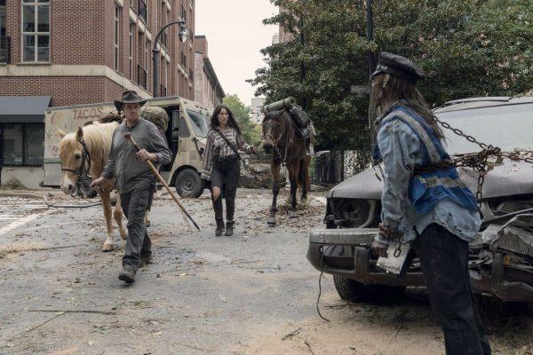 The-Walking-Dead-1014-13-600x400