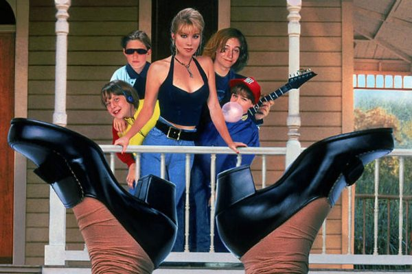 Dont-Tell-Mom-the-Babysitters-Dead-600x400