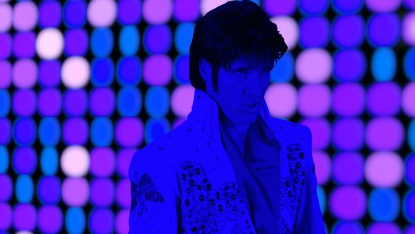 Elvis-From-Outer-Space-10-600x338