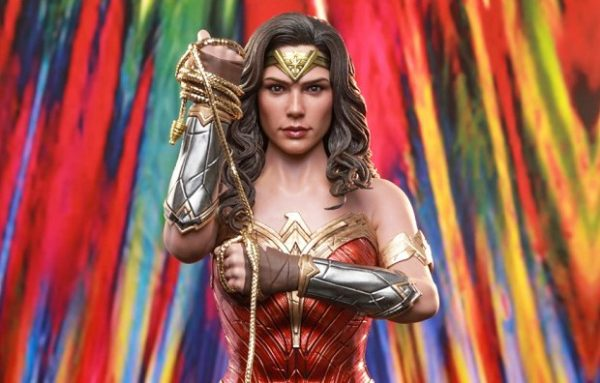 Hot-Toys-WW84-Wonder-Woman-collectible-figure_PR1-1-600x383