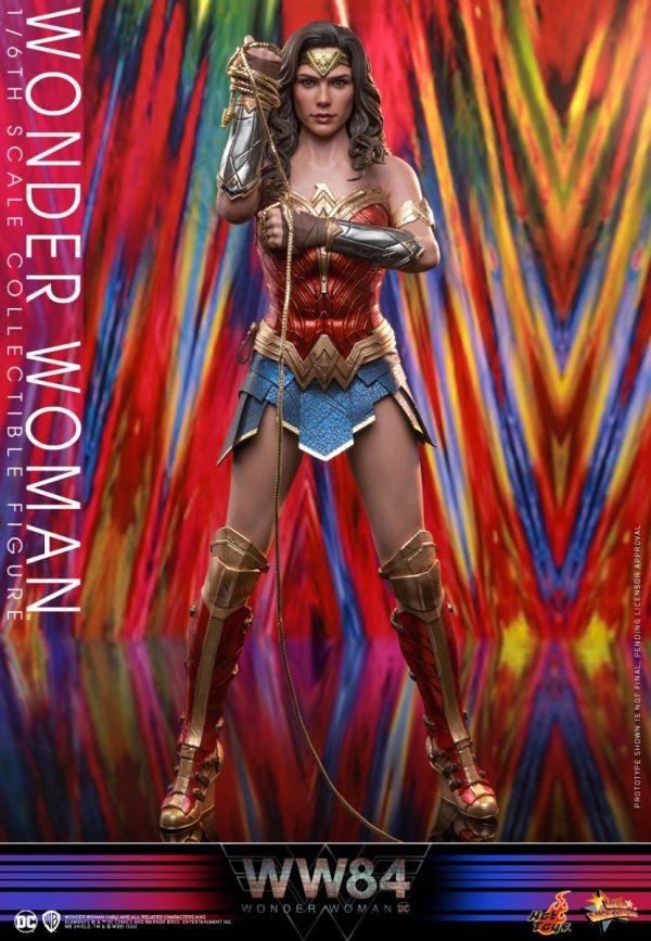 Hot-Toys-WW84-Wonder-Woman-collectible-figure_PR1-600x867