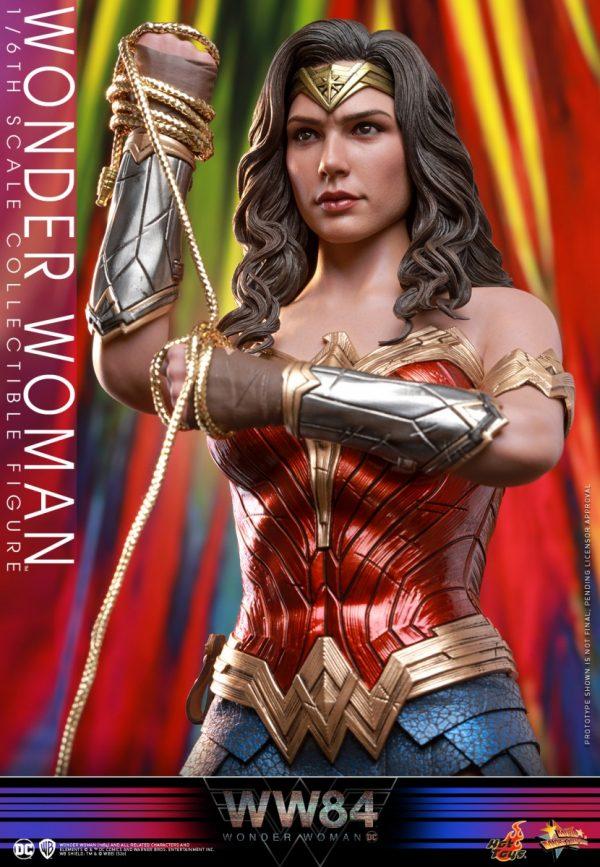 Hot-Toys-WW84-Wonder-Woman-collectible-figure_PR8-600x867