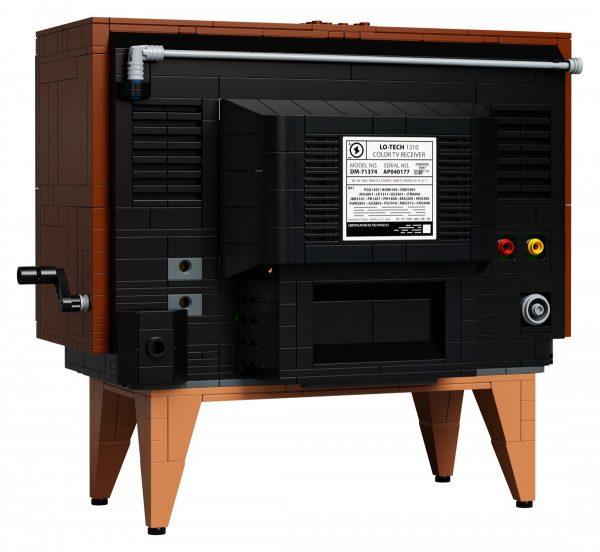 LEGO-Nintendo-Entertainment-System-71374-9-600x552