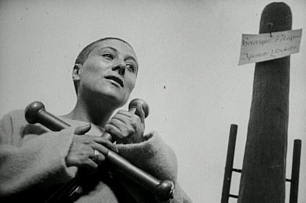 passion-of-joan-of-arc-1928-burned-at-stake-maria-falconetti-cross-ending