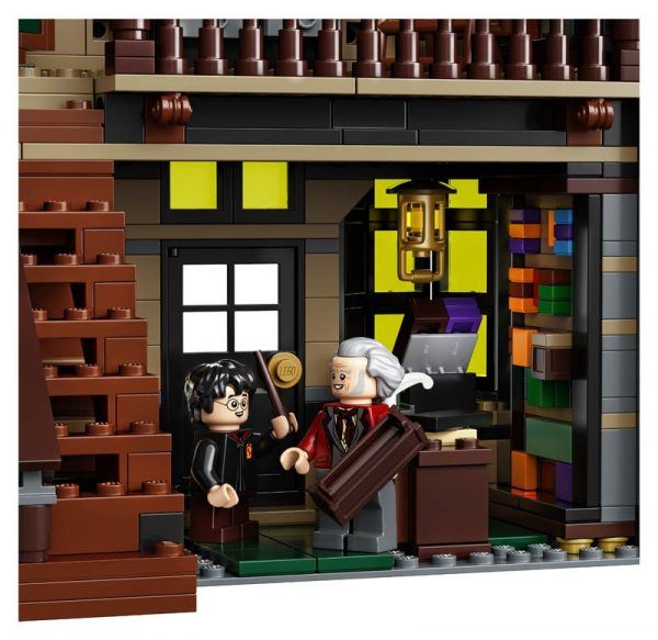 LEGO-Harry-Potter-Diagon-Alley-75978-10-600x583