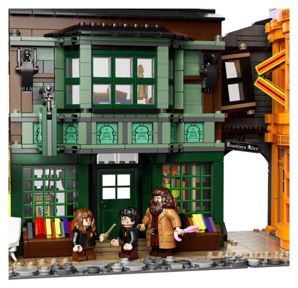 LEGO-Harry-Potter-Diagon-Alley-75978-7-600x581