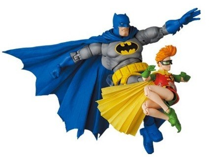 batman-blue-version-robin_dc-com