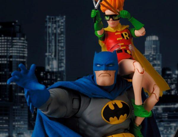 batman-blue-version-robin_dc-comics_feature-600x463