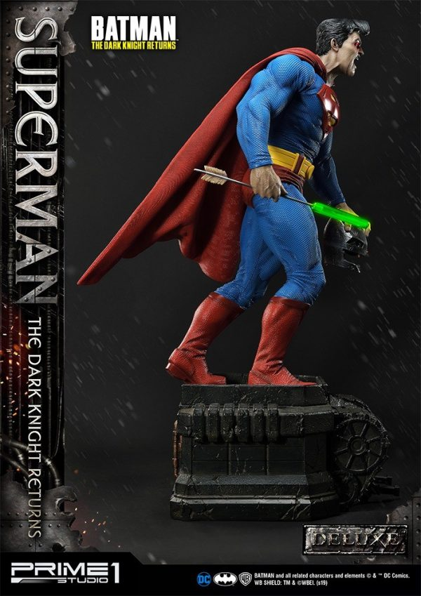 superman-deluxe-version_dc-comic-statue-11-600x849
