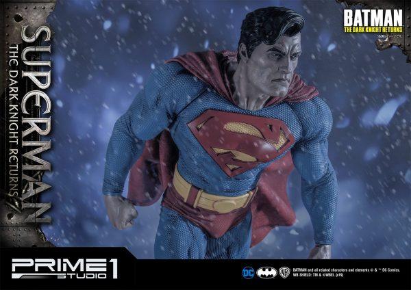 superman-deluxe-version_dc-comic-statue-2-600x424