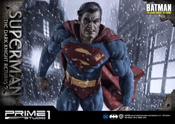 superman-deluxe-version_dc-comic-statue-3-600x424