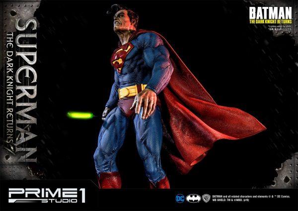 superman-deluxe-version_dc-comic-statue-4-600x424