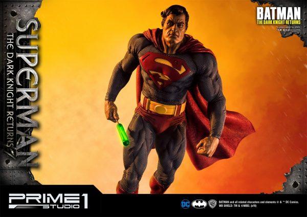 superman-deluxe-version_dc-comic-statue-5-600x424