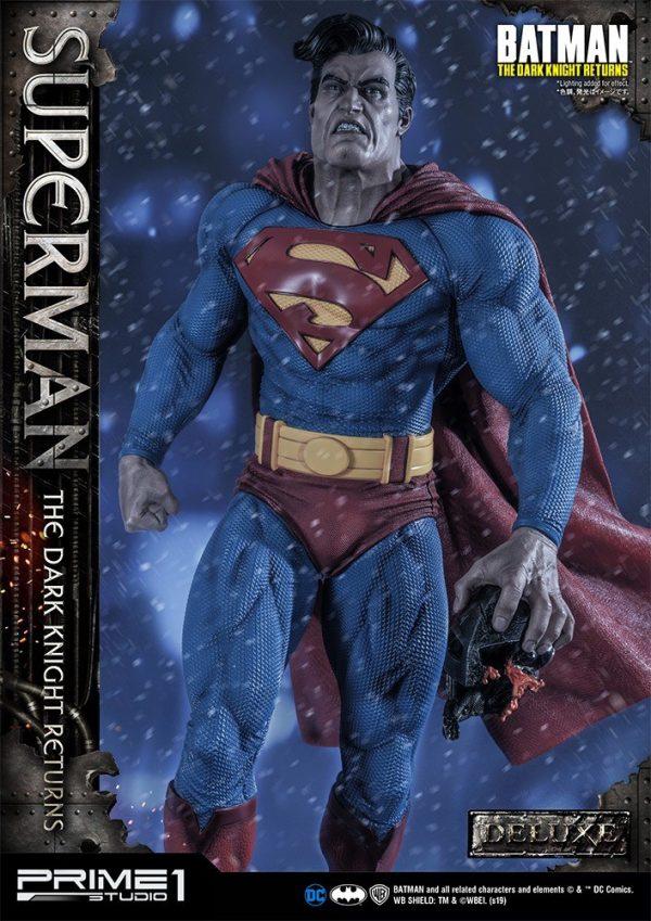 superman-deluxe-version_dc-comic-statue-6-600x849