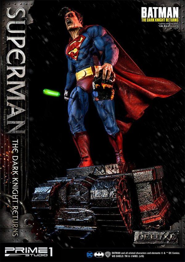 superman-deluxe-version_dc-comic-statue-7-600x849