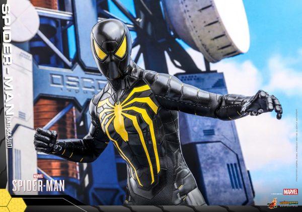Hot-Toys-MSM-Spider-Man-Anti-Ock-Suit-collectible-figure_PR8-600x422