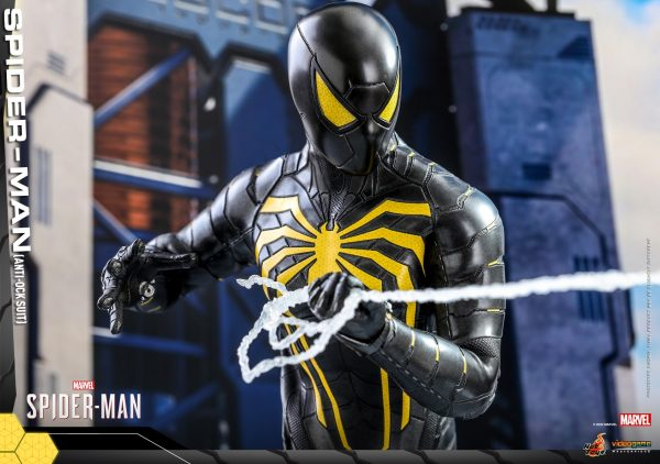 Hot-Toys-MSM-Spider-Man-Anti-Ock-Suit-collectible-figure_PR9-600x422