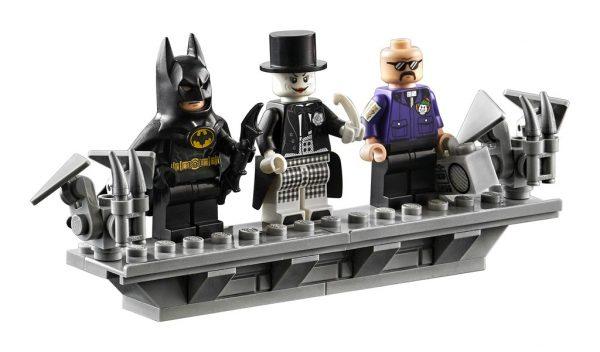 LEGO-DC-1989-Batwing-76161-5-600x352