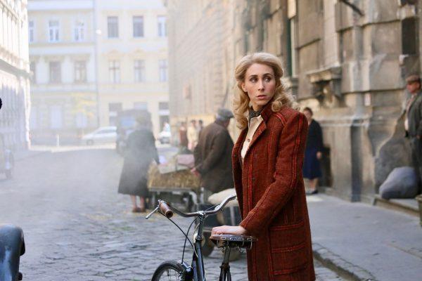 Sarah-Megan-Thomas-in-A-Call-to-Spy-23-October-2020-Signature-Entertainment-UK-01-600x400