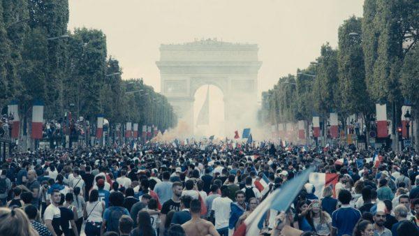 les-miserables-crowd-600x338