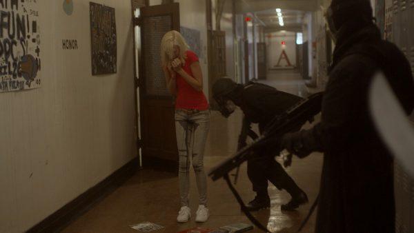 tD1s_Vanessa_in_hallway-600x338