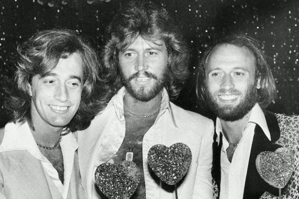 The-Bee-Gees-How-Can-You-Mend-a-Broken-Heart-600x400