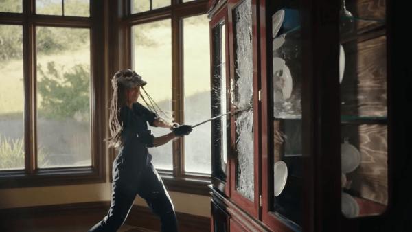ECHO-BOOMERS-Trailer-2020-Michael-Shannon-Alex-Pettyfer-Heist-Thriller-Movie-1-42-screenshot-600x338