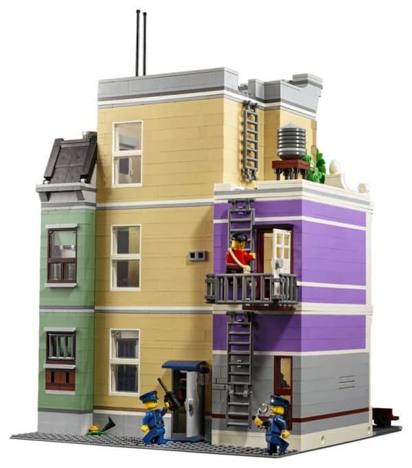 LEGO-Police-Station-10278-Modular-Building-8-600x681