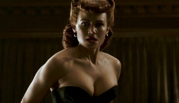 carla-gugino-catwoman-zack-snyder-600x348