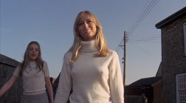 sally-thomsett-susan-george-straw-dogs-1971-600x333
