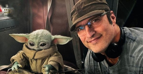 Baby-Yoda-And-Robert-Rodriguez-The-Mandalorian-600x313